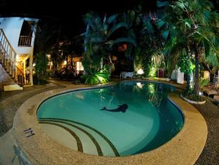 Alona Vida Beach Resort Panglao Island - Pool at Night