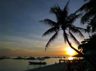 Alona Vida Beach Resort Panglao Island - Sunset from Restaurant