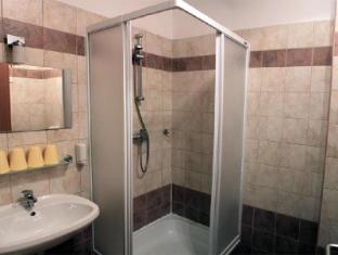 Apartment Papillon Budapest - Bathroom