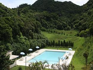 Motobu Green Park Hotel Okinawa - Swimming Pool
