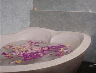 Suastika Bed & Breakfast Bali - Bathroom