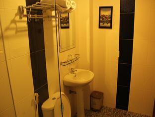 International Guesthouse Phnom Penh - Bathroom