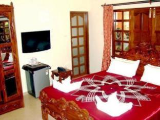 Mayflower Beach Resort North Goa - Deluxe AC Room