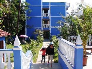 Mayflower Beach Resort North Goa - Hotel Exterior - Walkway