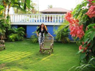 Mayflower Beach Resort North Goa - Garden