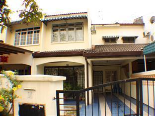 Teratai Holiday Home at Taman Kinrara 2