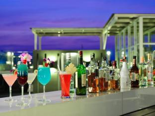 The ASHLEE Heights Patong Hotel & Suites Phuket - Poolside bar