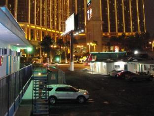 Motel 8 Las Vegas (NV) - Exterior