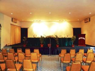 Fishtail Lodge Pokhara - Meeting Hall