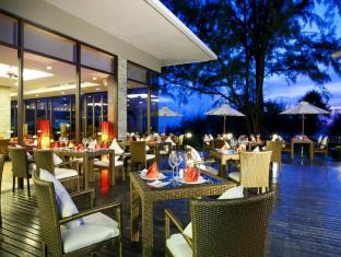 Centara Grand West Sands Resort & Villas Пукет - Ресторант