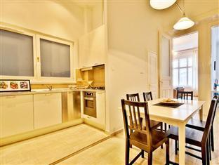 City Center Apartments - Visegradi 3! Budapest - Kitchen and Dining Area