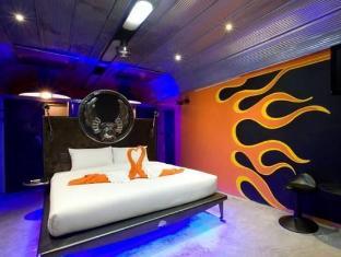 Nicky's Handlebar Hotel Phuket - Guest Room