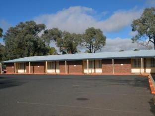 Parkview Motor Inn Parkes - Park in front of your unit