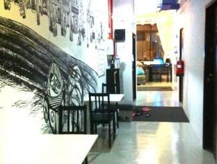 Five Stones Hostel Singapore - Corridor