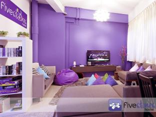 Five Stones Hostel Singapore - Lounge/TV Area