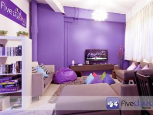 Five Stones Hostel Singapore - Lounge/TV Area