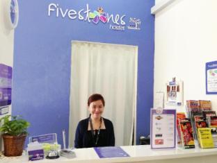 Five Stones Hostel Singapore - Reception Desk