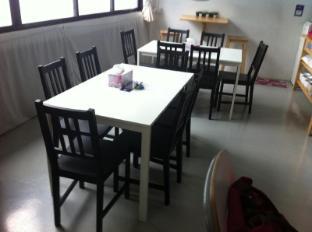 Five Stones Hostel Singapore - Dining Area
