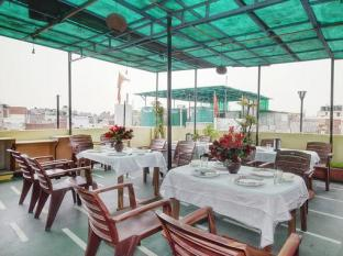 Hotel Star Villa New Delhi and NCR - Food, drink and entertainment
