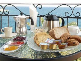 Hotels Rooms Sarantea Gythio - Breakfast at balcony