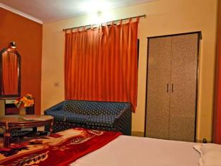 Sahara International Deluxe New Delhi and NCR - Guest Room