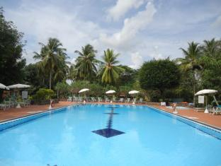 Tamarind Tree Hotel Negombo - Pool Facilities