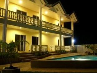 Alona Studios Hotel بوهول - حمام السباحة
