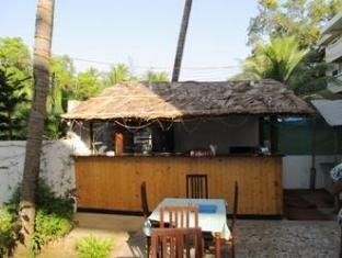 Jessica Saffron Beach Resort North Goa - Pool Side Bar