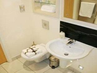 Millharbour Serviced Apartments London - Bathroom