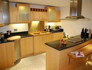 Millharbour Serviced Apartments London - Kitchen