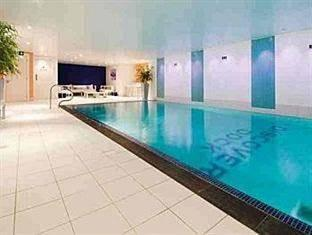 Discovery Dock Apartments London - Swimming Pool