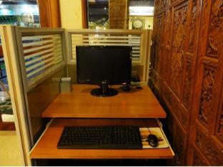 Queen Lotus Guesthouse Bangkok - Internet Corner