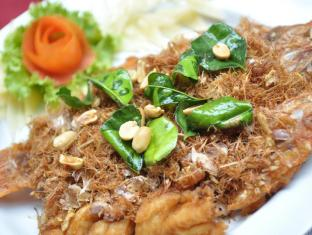 Queen Lotus Guesthouse Bangkok - Stir Fried Fish with Herbs