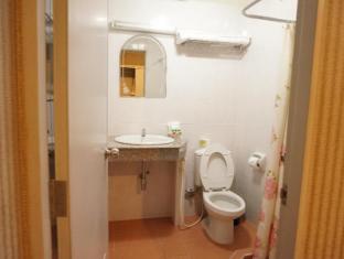 Queen Lotus Guesthouse Bangkok - Bathroom