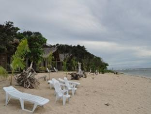 Kingfisher Sand Sea Surf Resort Pagudpud - Strand