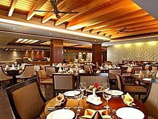 Godwin Hotel North Goa - Food, drink and entertainment