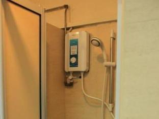Backpacker's Hostel @ The Little Red Dot Singapore - Bathroom