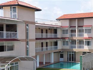 LakeNest Bolgoda Resort Moratuwa / Panadura - Front View