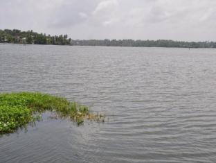 LakeNest Bolgoda Resort Moratuwa / Panadura - Lake view