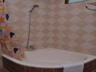 LakeNest Bolgoda Resort Moratuwa / Panadura - Bathrooms