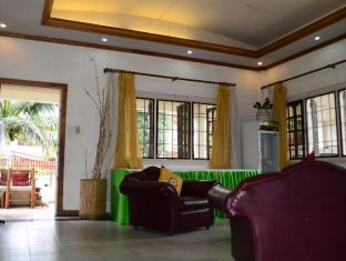 Edcelent Guesthouse Davao - Receiving Area
