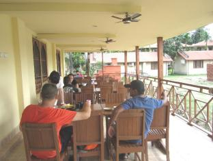 Hotel Wild Life Camp Chitwan National Park - Food, drink and entertainment