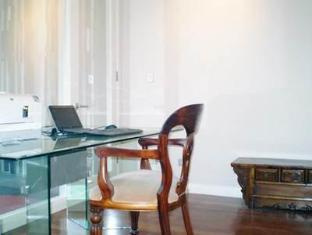 Golden Grove Hotel B&B Sydney - Suite Desk