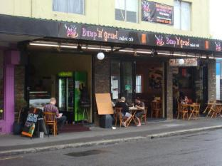 Golden Grove Hotel B&B Sydney - Surroundings - Newtown Cafes