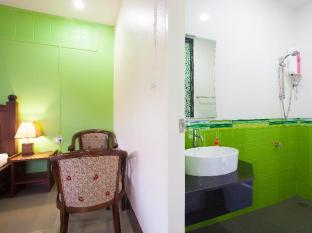 Baan Sutra Guesthouse Phuket - Deluxe Family