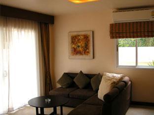 Casuarina Jomtien Hotel Pattaya - Junior Suite Living area