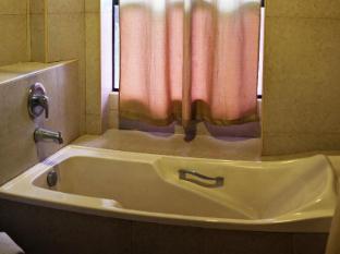 North Palm Hotel and Garden דבאו - חדר אמבטיה