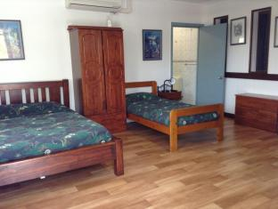 Darwin Barra Base Bed & Breakfast Darwin - Five Bed Guest Room - Jacks Room