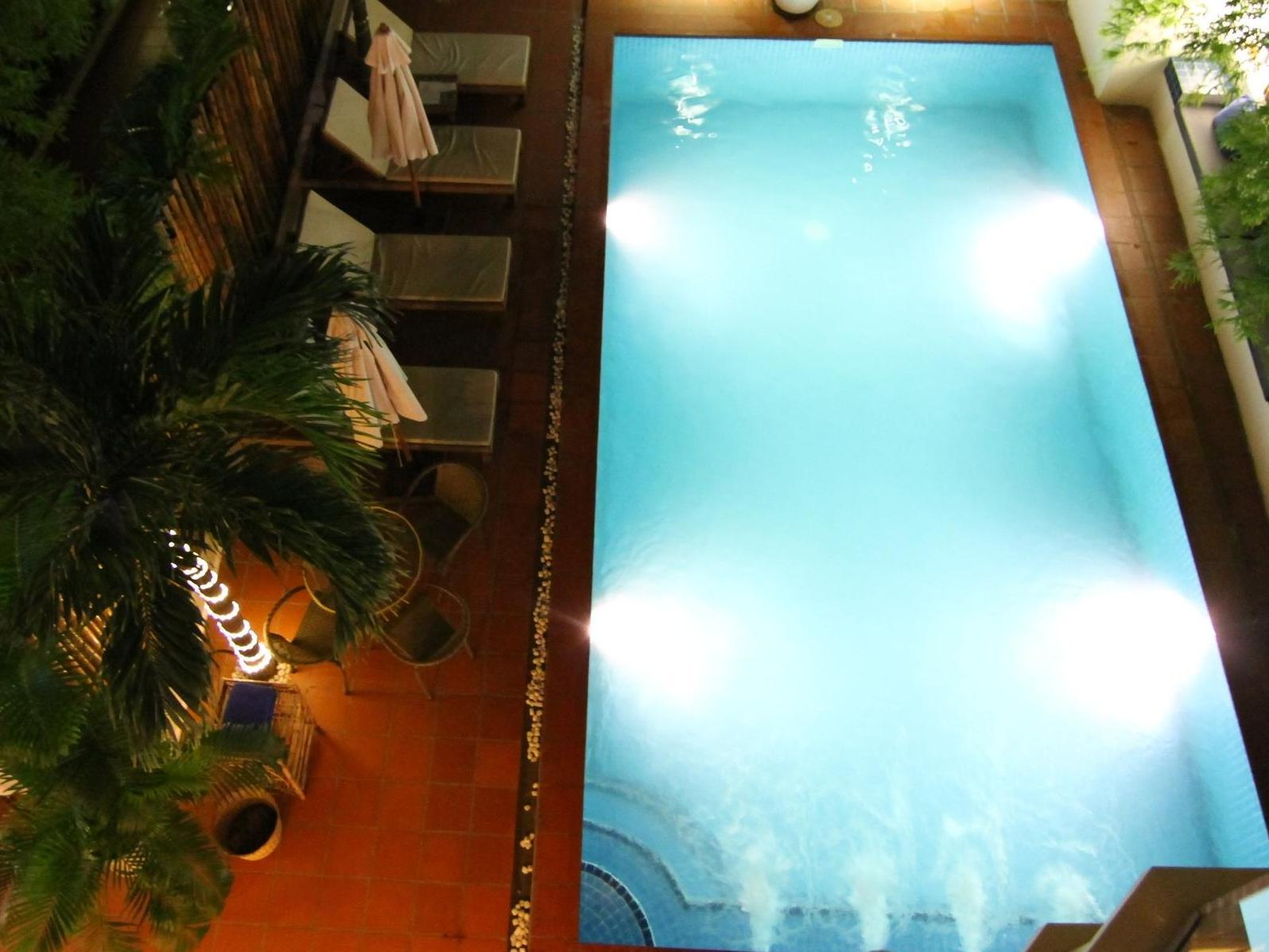 Monument Hotel Phnom Penh - Pool View