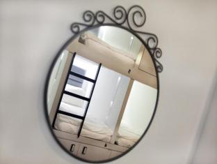 Wink Hostel Singapore - Mirror